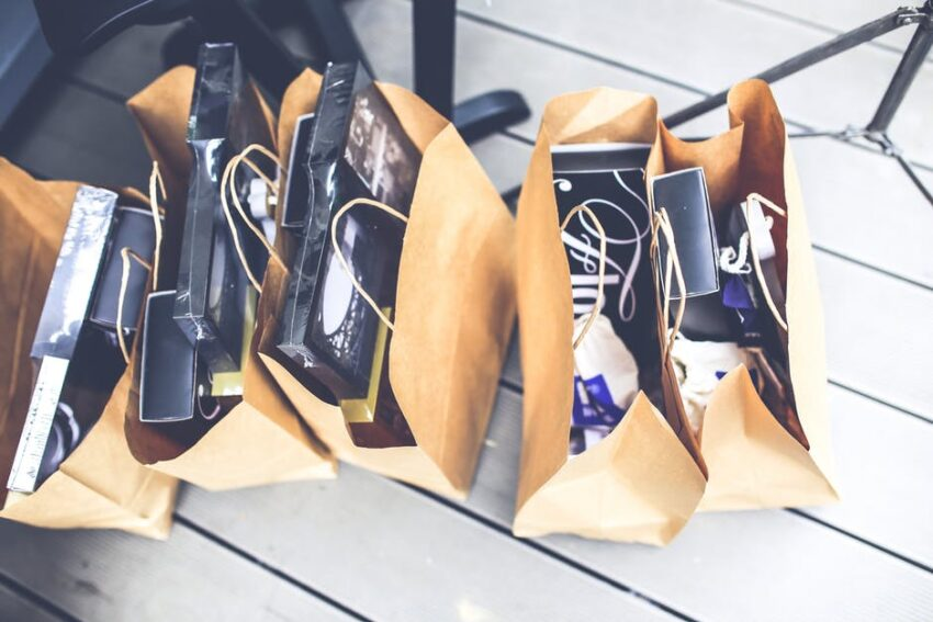 Looking to put together a swag bag for your business? There are tons of things that you can include. Click here to learn what branded merch is best.